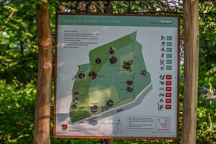 Lesní stezka pro děti nedaleko Ondřejníku