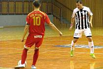 Futsalisté druholigového Unitedu Frýdek-Místek na své první vítězství v letošní sezoně ještě čekají. Po domácí porážce s Jeseníkem padli Frýdečtí na samé dno tabulky.