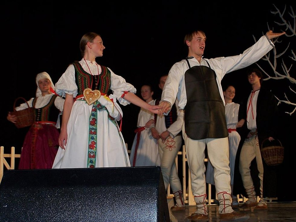 V kině Petra Bezruče vystoupil v sobotu 13. listopadu taneční a pěvecký soubor Ostravica. Tento slavnostní koncert byl připomínkou k 50. výročí jeho založení.