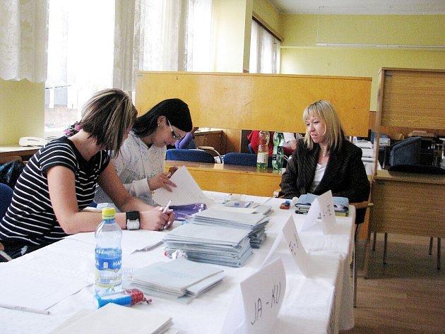Eurovolby v budově Komerčního centra v Místku.