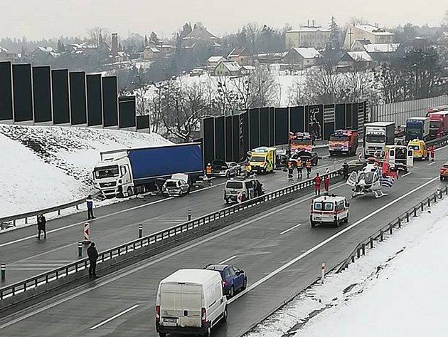 V Třinci došlo k vážné hromadné dopravní nehodě.