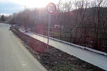 První část nového chodníku má být hotova do konce března.