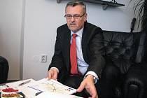 Duben 2010. Generální ředitel ŘSD Alfred Brunclík je v Třinci a tvrdí, že nová silnice Oldřichovice-Bystřice se může začít stavět zhruba za rok a půl. Tento termín je ale nyní už prakticky vyloučen.
