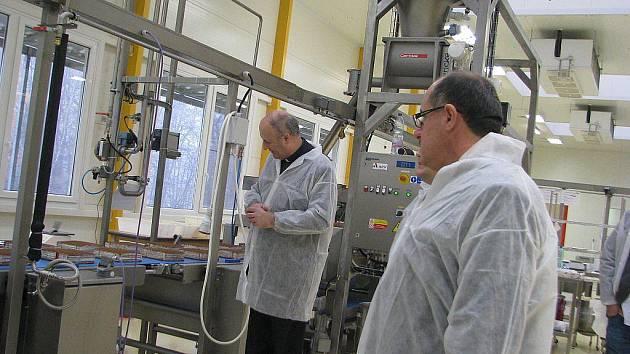 Výrobnu Marlenky ve Frýdku-Místku navštívil arcibiskup Jan Graubner.