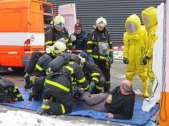 Několik desítek hasičů, policistů a zdravotníků se v úterý 31. ledna před polednem zapojilo do velkého cvičení, které simulovalo únik toxického čpavku se zraněním ze strojovny haly Polárka ve Frýdku-Místku.