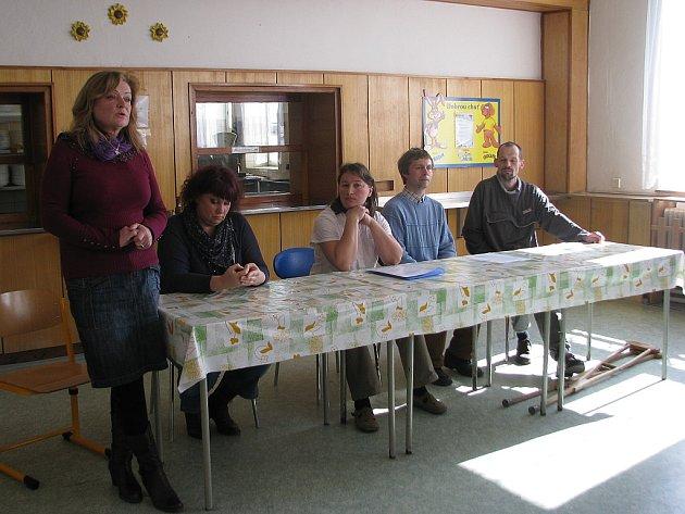 Škola vMorávce vyvolává urodičů ikantorů obavy