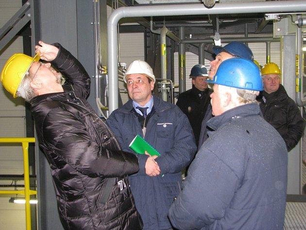 V Třineckých železárnách byla slavnostně spuštěna moderní technologie - foukání práškového uhlí do vysokých pecí. Nový technologický proces sníží spotřebu metalurgického koksu, emise tuhých znečišťujících látek i celkové náklady.
