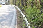Bariéry proti migraci žab na vozovku u přehrady Šance.