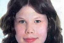 Policisté pátrají po této dívce: Nikola Terešková má 17 let, je 175 cm vysoká, štíhlá, má modré oči a delší vlnité hnědé vlasy. Zprávu o ní příjme kterákoliv policejní služebna nebo můžete zavolat na tísňovou linku 158.