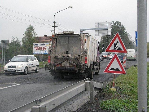 V Třinci-Oldřichovicích opravují hlavní silniční tah. Momentálně se pracuje mezi restaurací Napoleon a kruhovým objezdem, později přijde na řadu úsek od benzinové čerpací stanice ve směru na Kamionku.