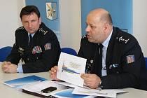 Policejní prezident navštívil několik obvodních oddělení, povídal si s hlídkovými policisty i vedoucími obvodů a kraje.