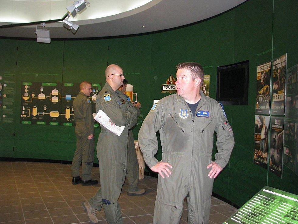 Nošovický pivovar Radegast ve čtvrtek navštívila posádka amerického bombardéru B-52.