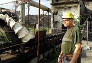 Pásy se rozjely naopak, ze šachty nevyvážejí uhlí, ale zasypávají odepsanou jámu.