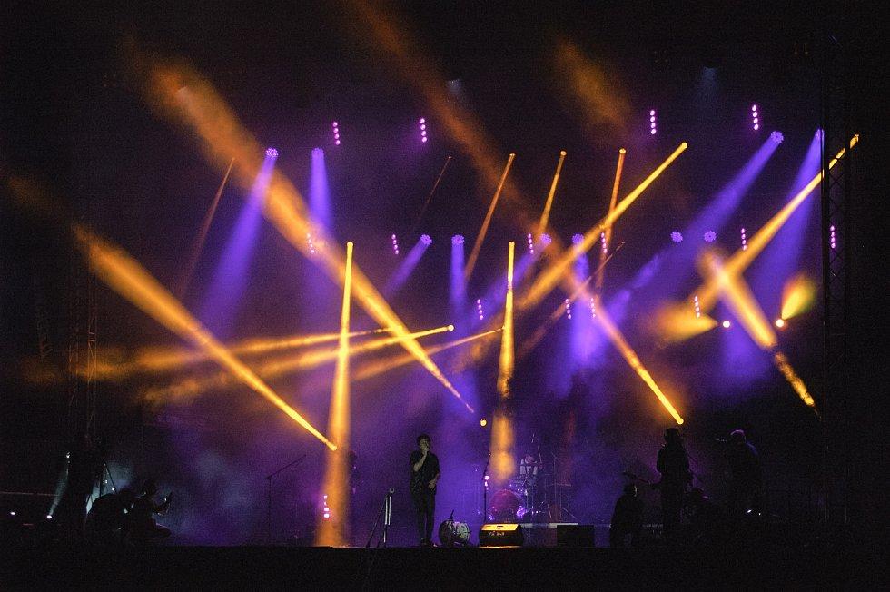 Letošní Sweetsen fest začal netradičním koncertem u řeky Ostravice ve Frýdku-Místku.