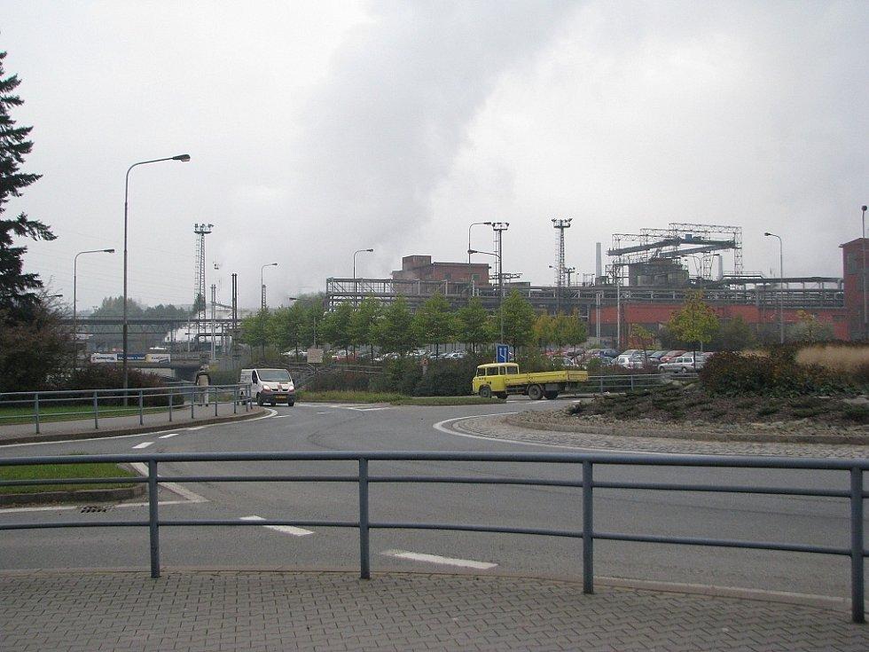 Pohled na železárny v Třinci.