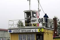 Řídicí věž sportovního letiště ve Frýdlantu nad Ostravicí.