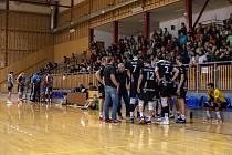 Volejbalisté frýdecko-místeckých Beskyd (černé dresy) v úvodním pohárovém duelu s Příbramí prohráli 3:2.