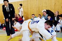 Frýdecko-místecký judista Adam Siuda (nahoře) při vítězném finálovém utkání se Slovákem Kubicou z Martina.