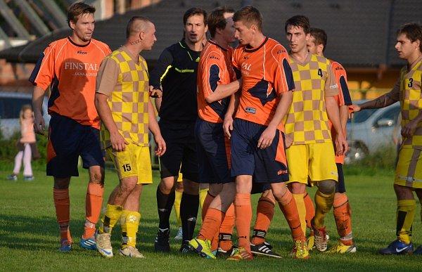 Derby mezi Lučinou a Pískem přineslo celkem sedm branek. Zvýhry 4:3 se nakonec radovali fotbalisté domácí Lučiny.