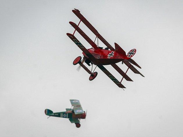 Letecká akrobatická show Rytíři nebes v Dobré.
