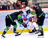Nešlo to. Třinečtí hokejisté (v bílém) v neděli prohráli s Mladou Boleslaví.