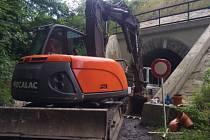 Po dobu opravy bude úplně uzavřena místní komunikace v místě tunelu pod železnicí v Žarách v Kunčicích pod Ondřejníkem.