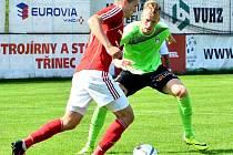 Imrich Bedecs (v červeném) patří na podzim k nejlepším střelcům druholigových fotbalistů Třince. Archivní snímek.