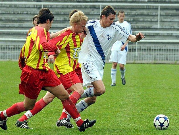 Valcíři se proti Slavičínu dlouho trápili. Ve druhé půli duel rozhodl kapitán domácích Zdeněk Staněk. Frýdek tak zdolal Slavičín 1:0.