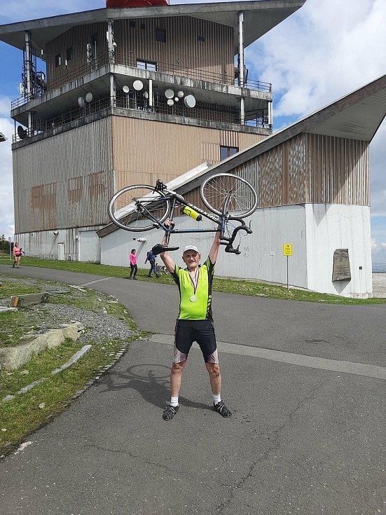 Cyklista Lubomír Vláčil dnes 15.května 2021 uskutečnil dvoutisící výjezd na Lysou horu v Beskydech. Foto: Vaclav Baran