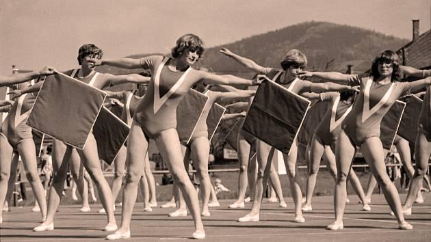 Spartakiáda se těšila díky velkému počtu cvičenců značné pozornosti i účasti velké části obce. Poslední celonárodní, masová se konala v roce 1985. V patnácti skladbách vystoupilo celkem 575 cvičenců, z toho 240 místních.