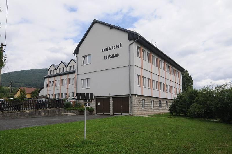 Obecní úřad v Kunčicích pod Ondřejníkem.