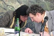 V Třinci se 15. února sejdou radní, budou se zabývat i tři roky starou chybou v zákoně. Na snímku se radí starostka Věra Palkovská s místostarostou Radimem Kozlovským.