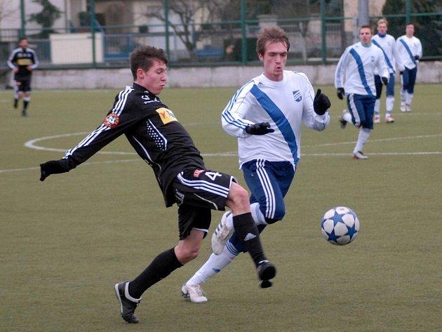 Fotbalisté olomoucké Sigmy si poradili na umělé trávě v Olomouci s Frýdkem-Místkem 3:0.