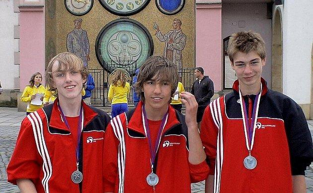 Házenkářský tým z Frýdku-Místku reprezentovali na Olympiádě dětí a mládeže v Olomouci hráči Tomáš Šoltys (zleva), Lukáš Rajnoha a Přemysl Barvík.