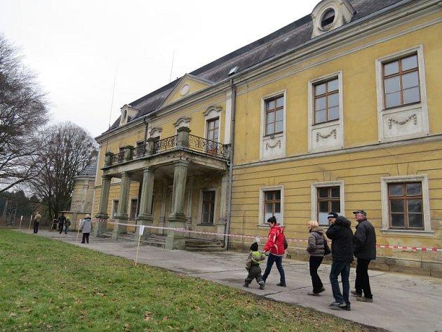 V Paskově si lidé v sobotu prohlédli interiér místního zámku. Část zámeckého areálu patří od roku 2013 městu.