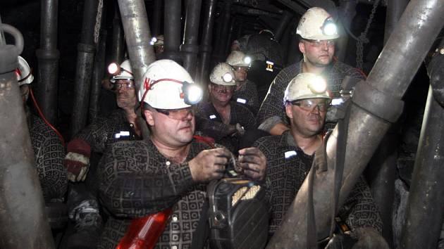 Do podzemí Dolu Staříč se podívali vojáci z povolání i záložáci.