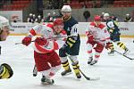 Hokejisté HC Frýdek-Místek (světlé dresy) si finálovou sérii s českotěšínskými Vlky nezahrají.