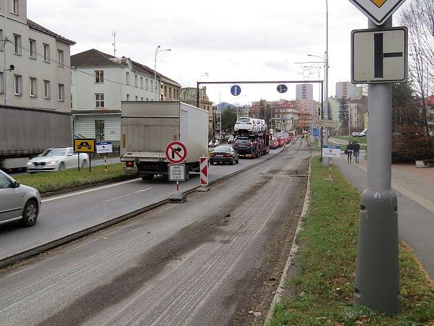 Řidiči, kteří přijíždějí po silnici I/48 z Frýdku, musejí počítat se zákazem odbočení například do místecké ulice 8. pěšího pluku.