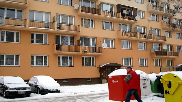 Zloděj řádil v tomto panelovém domě v ulici Maxima Gorkého ve Frýdku-Místku.