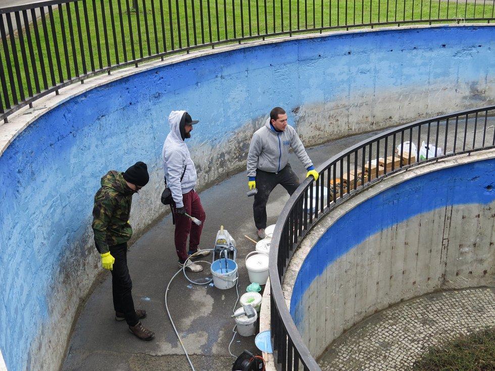 Ponuré zdi frýdecko-místeckých podchodů začínají rozzařovat tématické malby pouličních umělců, tzv. street artistů. V rámci 750. výročí založení města se ke slovu dostává akce United Colours.