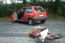 Při dopravní nehodě v Neborech se vážně zranil řidič malého motocyklu.