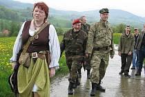 Trampové míří do bukovecké osady Skarborou oslavit výročí jejího založení.