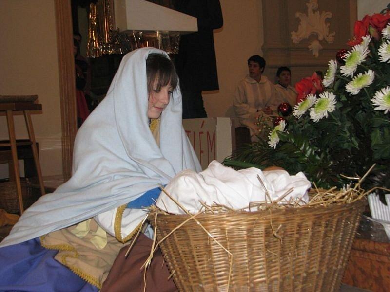 Na Štědrý den odpoledne proběhla v místeckém kostele sv. Jana a Pavla dětská vánoční mše.