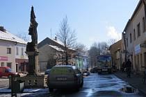 Náměstíčku v Paskově by podle některých prospělo více zeleně.
