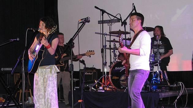 Výchovné koncerty už několik let hraje skupina Sagar.