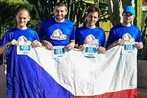 Účastníci letošního extrémního závodu na Kanárských ostrovech. Frýdecko-místecký běžec Jan Zemaník stojí úplně vpravo.