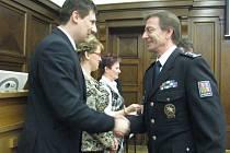 Ve velkém jednacím sále Magistrátu města Frýdek-Místek se uskutečnilo v úterý 28. února slavnostní shromážění policistů územního odboru Frýdek-Místek.