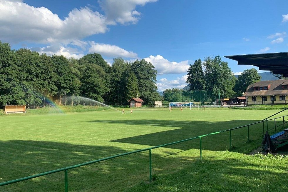 Deník na návštěvě v Raškovicích - fotbalové hřiště.