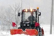 Snímek zachycuje zimní údržbu v Ostravici.