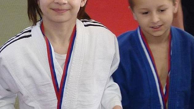 Sourozenci Karolína a Luděk Kubíčkovi vybojovali ve Velké ceně Hulína v judu zlaté medaile.